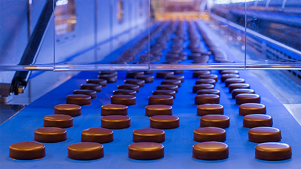 Chocolate coating line: tunnel entrance